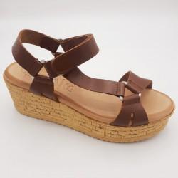 Sandalia cuña color cuero...