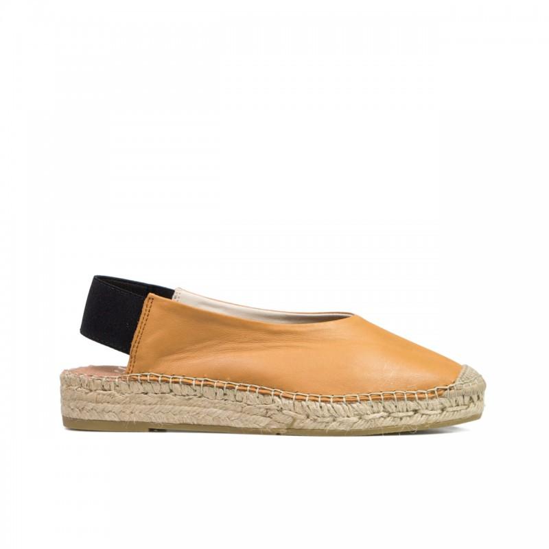 07b36f8c Zapato tacón y tejido tweed de Menbur