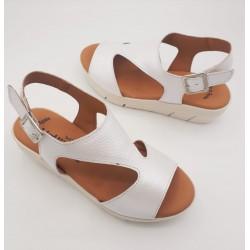 Sandalia cuña baja color...